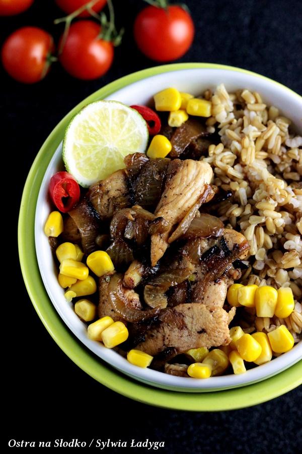 kurczak cebulowy , kurczak z kasza , kasa z miesem , kurczak na ostro , soczysty kurczak , kurczak z cebula , poledwiczki z kurczaka , poledwiczki wieprzowe , ostra na slodko , sylwia ladyga , blog kulinarny