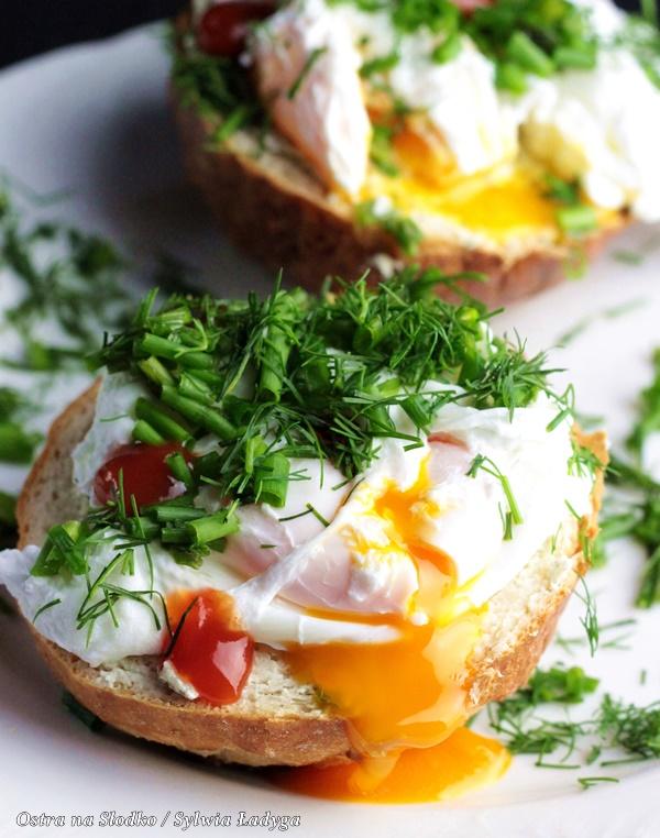 jajko w koszulce , jajka po benedyktynsku , jaku ugotowac idealne jajka w koszulce, ostra na slodko (1)x