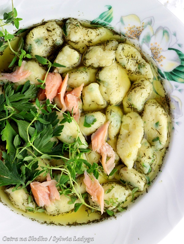 kopytka , kopytka pietruszkowe , losos wedzony , pyszny obiad , sylwia ladyga , ostra na slodko , blog kulinarny , losos na obiad (4)x