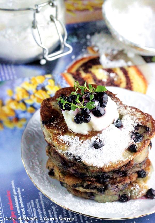pancakes , pancakes z borowkami , amerykanskie pancakes , pankejki , racuszki z owocami , racuchy z borowkami , ostra na slodko, sylwia ladyga , blog kulinarny , sylwia masterchef , jak zrobic puszyste racuszki , co na obiad , racuchy na maslence