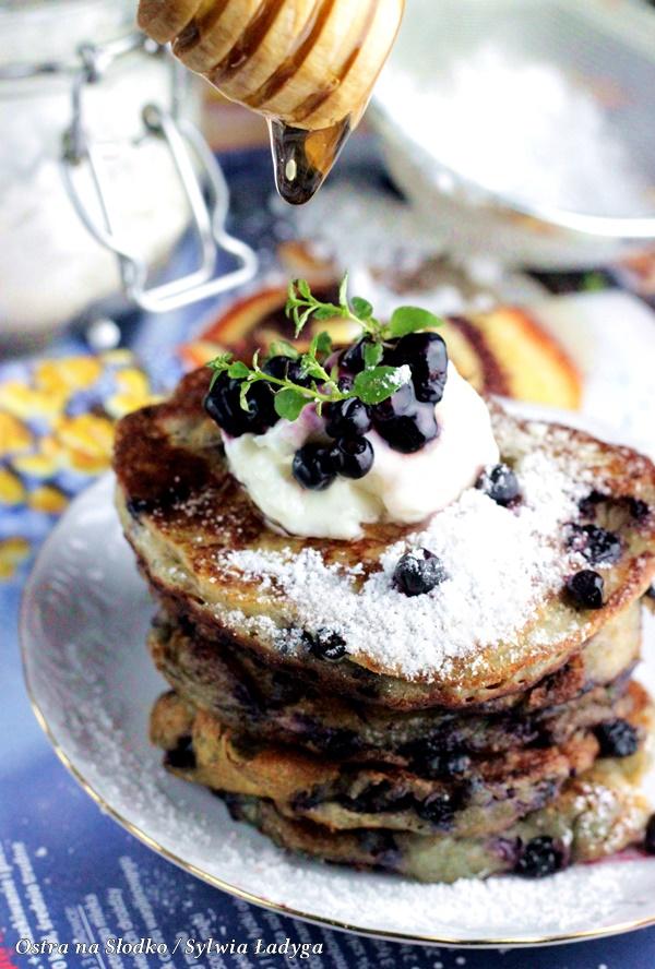pancakes , amerykanskie pancakes , pancakes z borowkami , racuchy z borowkami , placuszki na maslance , ostra na slodko (5)x