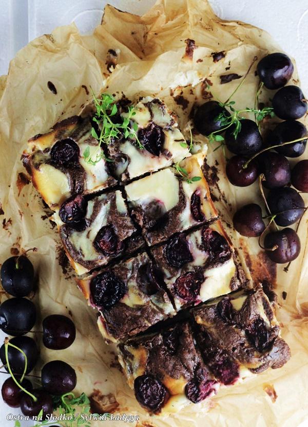 sernikoborwnie , sernikobrownies , brownie z owocami , sernik z owocami, ciasto z czeresniami , ciasto czekoladowe z owocami , ostra na slodko , sylwia ladyga (4)x