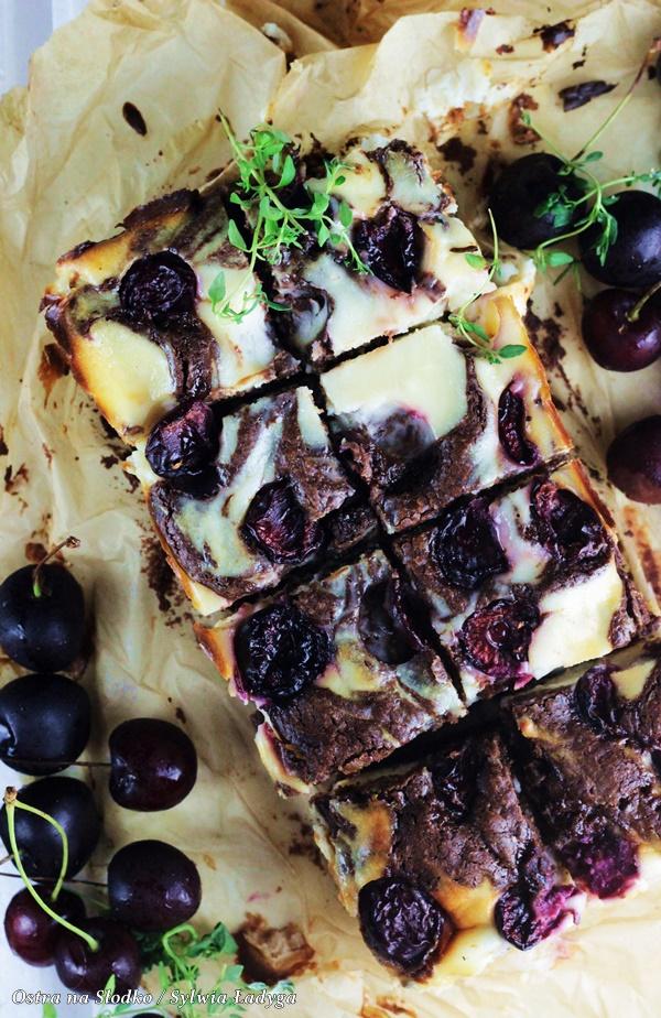 sernikoborwnie , sernikobrownies , brownie z owocami , sernik z owocami, ciasto z czeresniami , ciasto czekoladowe z owocami , ostra na slodko , sylwia ladyga (5)x