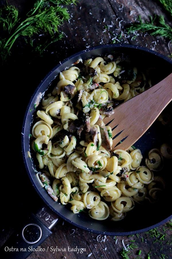 makaron-z-pieczarkami-uszka-lubella-szybki-obiad-tani-obiad-ostra-na-sloko-sylwia-ladyga-blog-kulinarny-2xx