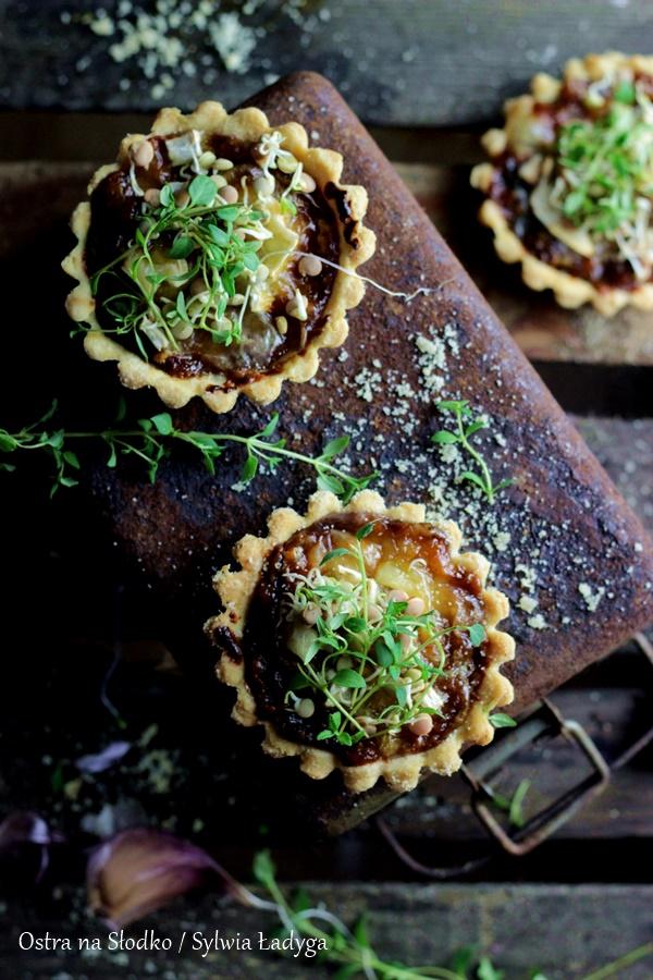 tarta-z-kozim-serem-tata-z-karmelizowanym-czosnkiem-tartaletki-wytrawne-arta-na-ostro-ostra-na-slodko-sylwia-ladyga-4x