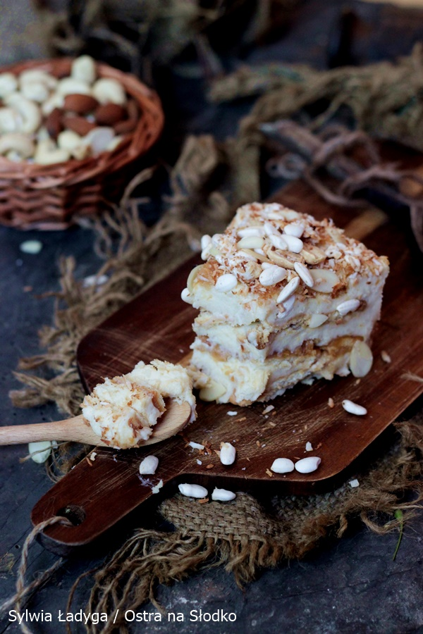 ciasto-z-maslem-orzechowym-ciasto-na-herbatnikach-ciasto-budyniowe-ciasto-bez-pieczenia-ostra-na-slodko-5x