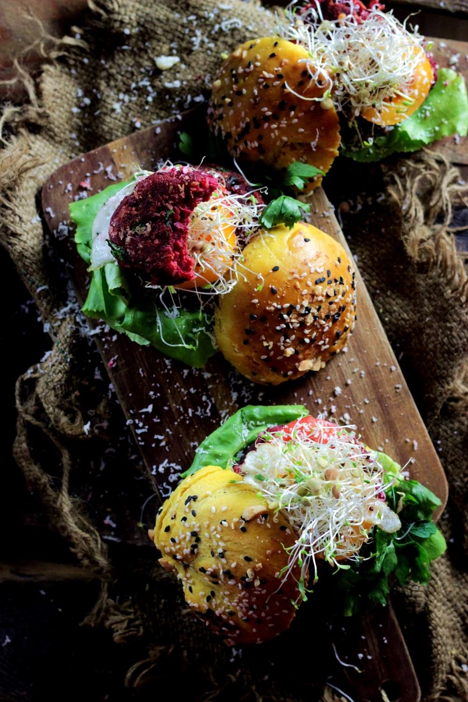 burgery-wegetarianskie-burgery-z-soczewicy-bugery-z-burakow-ostra-na-slodko-sylwia-ladyga-pyszne-burgery-2xxx