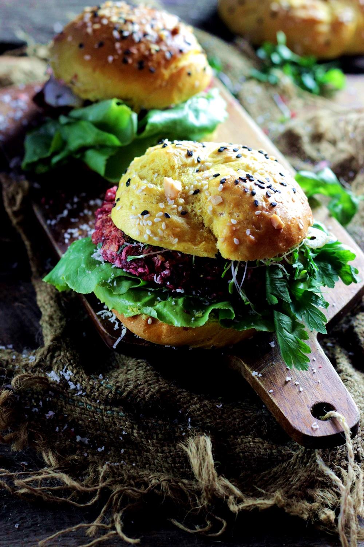 burgery-wegetarianskie-burgery-z-soczewicy-bugery-z-burakow-ostra-na-slodko-sylwia-ladyga-pyszne-burgery-4xx